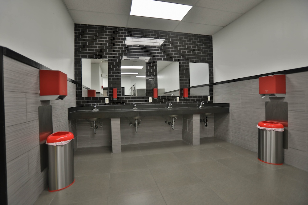 powerhouse-gym-nanuet-bathrooms